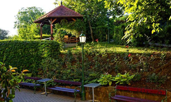 Fried Kastélyszálló Resort - Simontornya - Kastélykert