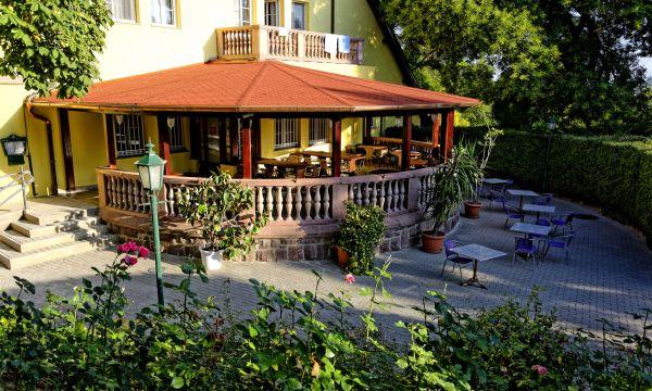 Fried Kastélyszálló Resort - Simontornya - Kastély - fedett terasz nappal