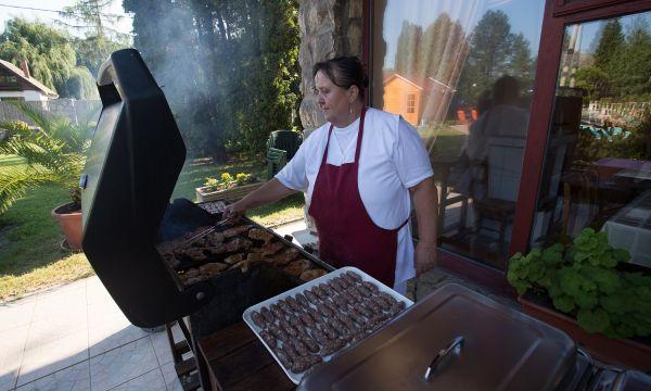 Zsanett Hotel - Balatonkeresztúr - Pünkösd grillparti