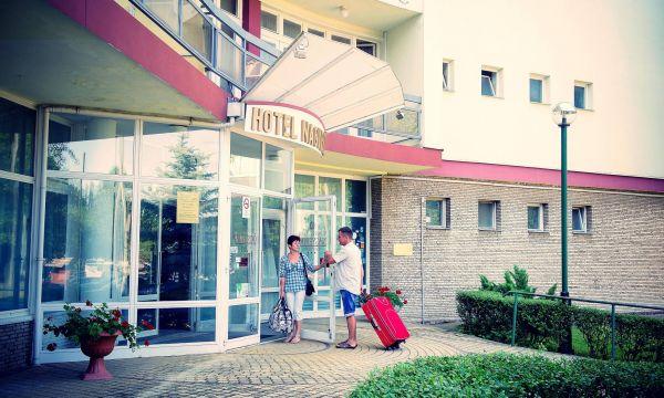 Hotel Nagyerdő - Debrecen - Hotel bejárat