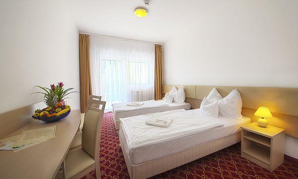 Két Korona Konferencia és Wellness Hotel - Balatonszárszó - Két Korona Hotel-Standard Kétágyas szoba erkéllyel