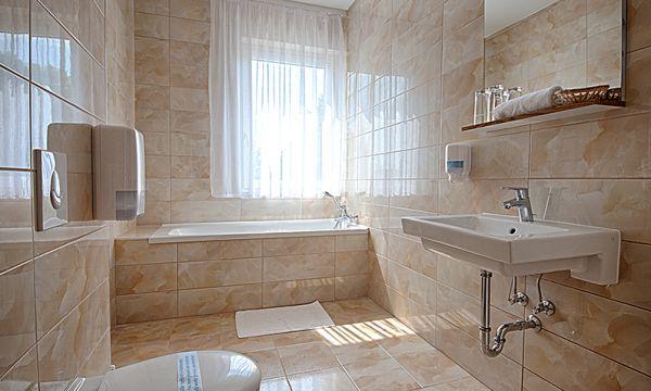 Két Korona Konferencia és Wellness Hotel - Balatonszárszó - Két Korona Hotel-Superior Kétágyas szoba erkéllyel-Mediterrán szárny-Fürdőszoba