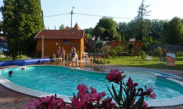 Zsanett Hotel - Balatonkeresztúr - Medence leanderekkel