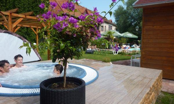 Zsanett Hotel - Balatonkeresztúr - Élmény a jacuzziban