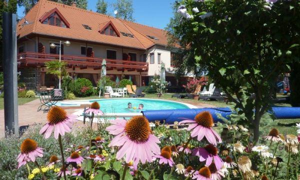 Zsanett Hotel - Balatonkeresztúr - Virágok és pihenés