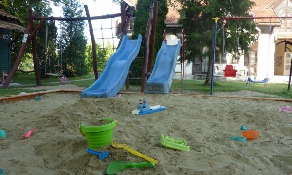 Zsanett Hotel - Balatonkeresztúr - Kreatív várépítős homokozó