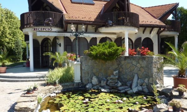Zsanett Hotel - Balatonkeresztúr -