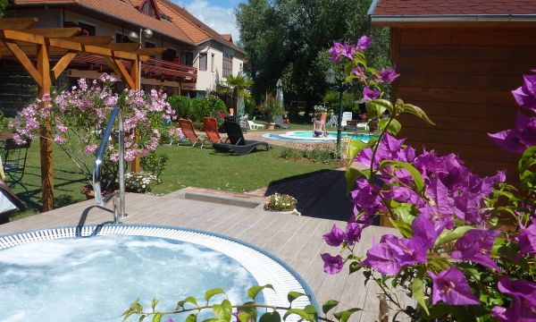 Zsanett Hotel - Balatonkeresztúr - Családi Nyaralás