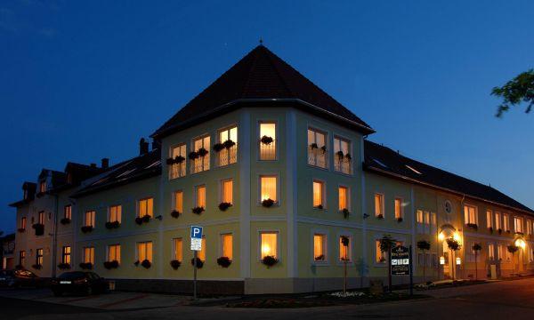 Hotel Korona Eger Rendezvény és Borszálloda - Eger - 1