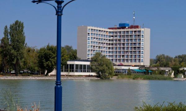 Hunguest Hotel Helikon - Keszthely - A szálloda a keszthelyi mólóról