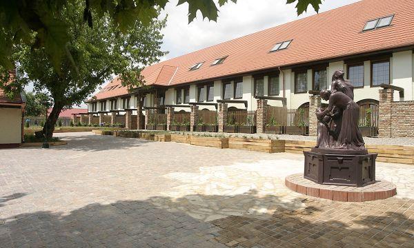 Puchner Kastélyszálló és Reneszánsz Élménybirtok - Bikal - Udvarház