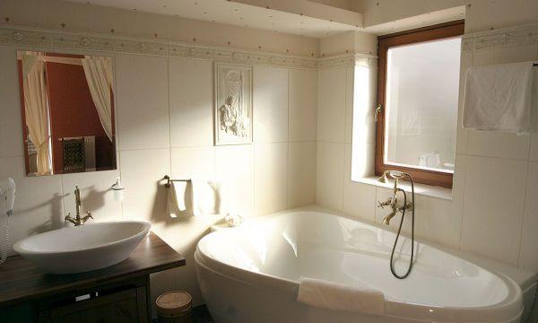 Puchner Kastélyszálló és Reneszánsz Élménybirtok - Bikal - Fürdőház standard szoba