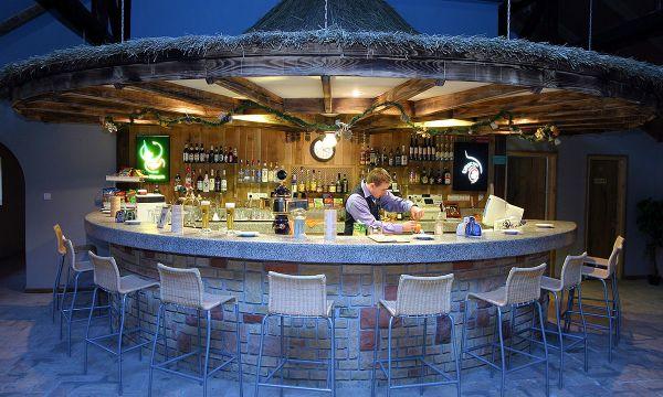 Puchner Kastélyszálló és Reneszánsz Élménybirtok - Bikal - Sportközpont  - bár