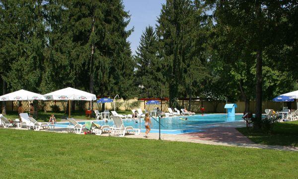 Puchner Kastélyszálló és Reneszánsz Élménybirtok - Bikal - Kültéri medence
