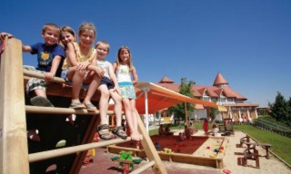 Kolping Hotel Spa & Family Resort - Alsópáhok - Játszótér Bobóország mellett
