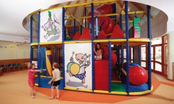 Kolping Hotel Spa & Family Resort - Alsópáhok - Bobó kétemeletes labdafürdős játékvára