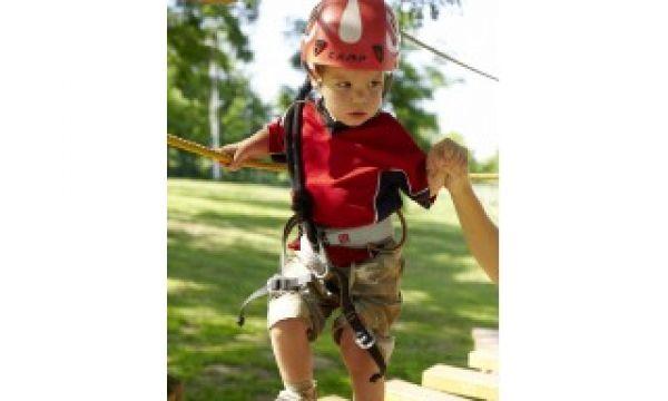 Kolping Hotel Spa & Family Resort - Alsópáhok - Bátorságpróba a gyermek kötélpályán