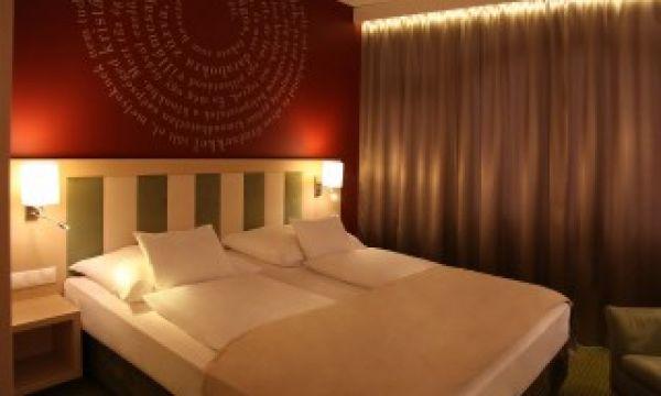 Kolping Hotel Spa & Family Resort - Alsópáhok - Szülői hálószoba az István házi családi apartmanokban