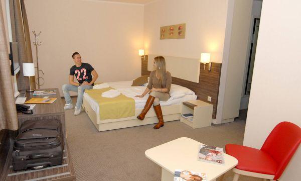 Harmónia Termál Hotel - Sárvár - Erkélyes Premium négyágyas szoba (pótágyazható)