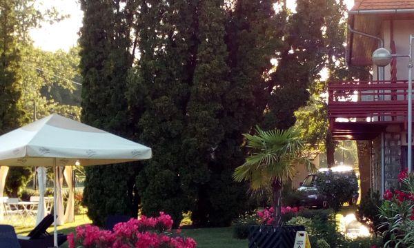Zsanett Hotel - Balatonkeresztúr - 38