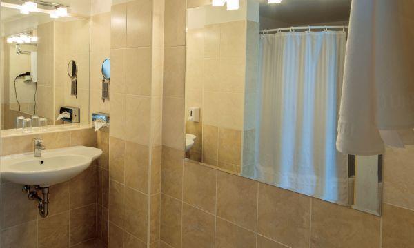 Hunguest Hotel Bál Resort - Balatonalmádi - Tóra néző Premium kétágyas szoba (pótágyazható)