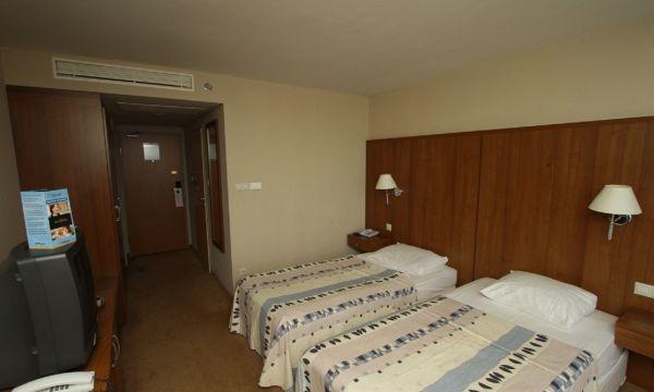 Hunguest Hotel Bál Resort - Balatonalmádi - Udvarra néző Standard kétágyas szoba (pótágyazható)