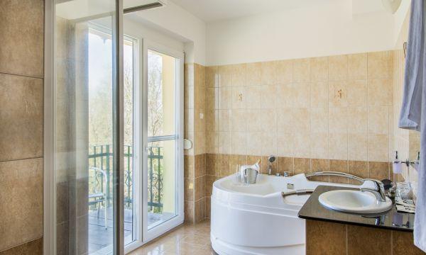 Fried Kastélyszálló Resort - Simontornya - Superior Plus jakuzzis szoba fürdőszobája