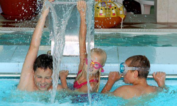 Thermal Hotel - Harkány - Gyerekek a medencében