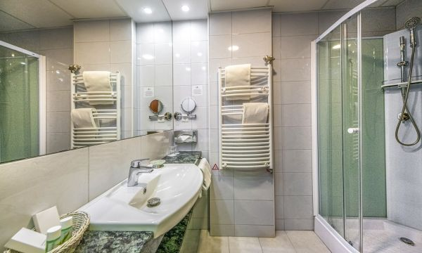 Balneo Hotel Zsori Thermal & Wellness - Mezőkövesd - Családi szoba - fürdőszoba