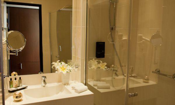Abacus Business & Wellness Hotel - Herceghalom - Zuhanyzós fürdőszoba