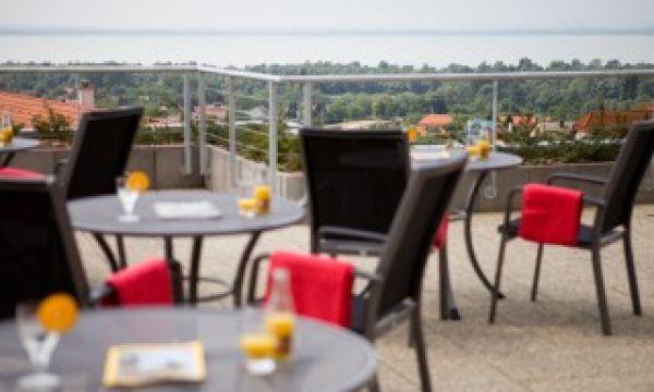 Zenit Hotel Balaton - Vonyarcvashegy - Terasz a Balatonnal