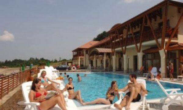 Szalajka Liget Hotel - Szilvásvárad - Hangulat a medencénél
