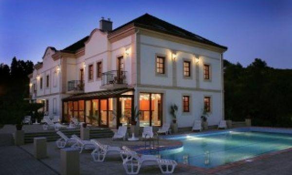 Hotel Villa Völgy - Eger - négycsillagos superior épület + wellness