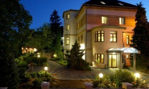 Hotel Villa Völgy - Eger - főépület (recepció, bár, design deluxe szobák)