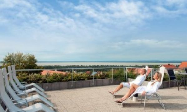 Zenit Hotel Balaton - Vonyarcvashegy - Napozó terasz