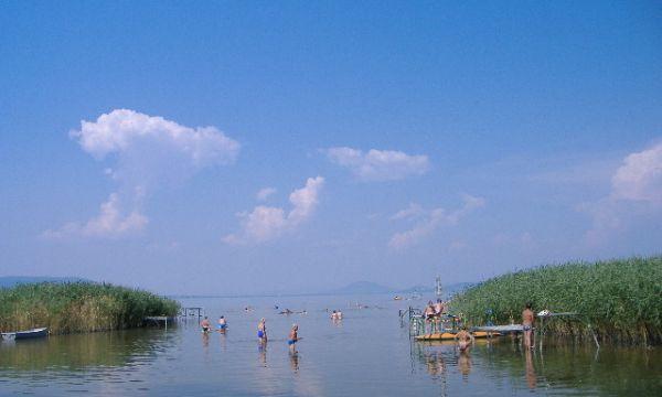 Zsanett Hotel - Balatonkeresztúr - Kilátás a strandról
