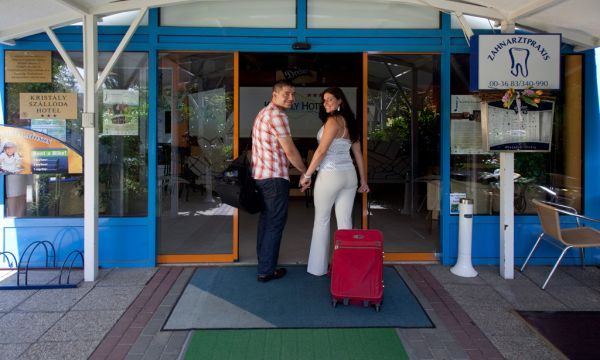 Kristály Hotel - Keszthely - Hotel bejárat