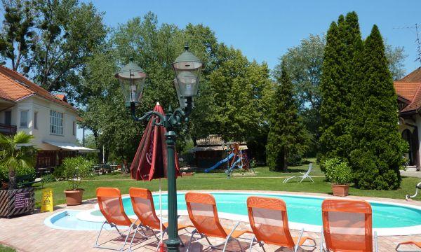 Zsanett Hotel - Balatonkeresztúr - Medence