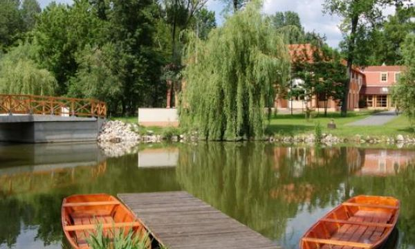 Zichy Park Hotel - Bikács - A tó