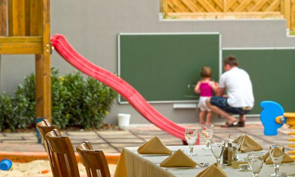 Zenit Hotel Balaton - Vonyarcvashegy - Játszótér az étteremből nézve