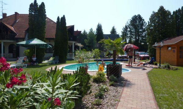 Zsanett Hotel - Balatonkeresztúr - Szauna és medence