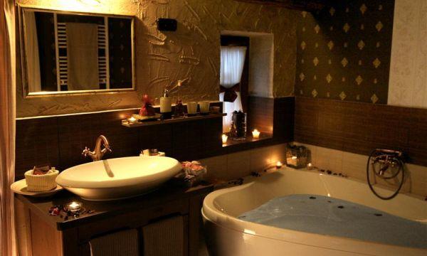 Puchner Kastélyszálló és Reneszánsz Élménybirtok - Bikal - Korhű fürdőszoba