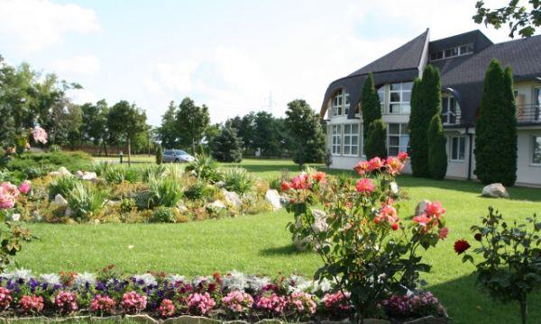 Hotel Ovit - Keszthely - A hotel parkja
