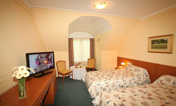 Old Lake Golf Hotel - Tata - 9