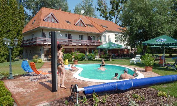 Zsanett Hotel - Balatonkeresztúr - Medencénk és a