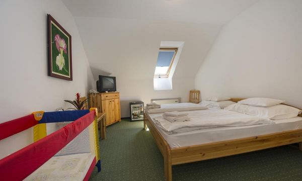 Zenit Hotel Balaton - Vonyarcvashegy - Franciaágyas szoba utazóágy bekészítéssel, Zenit Vendégház