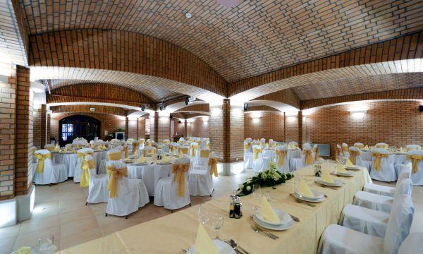 Hotel Ködmön - Eger - Ködmön Csárda Borétterem - Esküvő