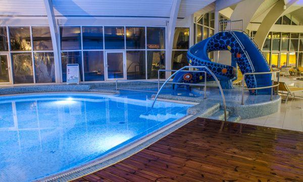 Kolping Hotel Spa & Family Resort - Alsópáhok - Csúszda a gyerekmedencénél