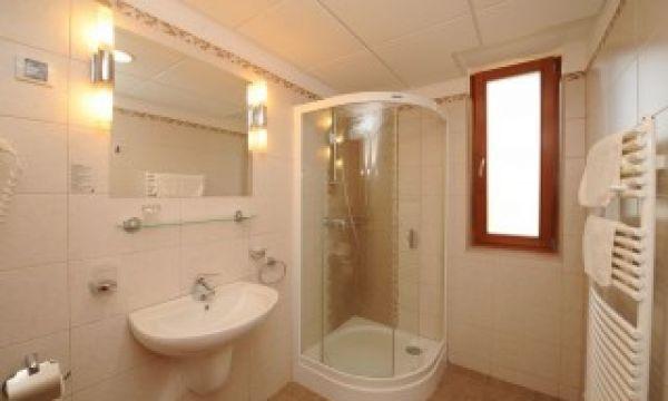 Szalajka Liget Hotel - Szilvásvárad - Szobáink egyik fürdőszoba típusa