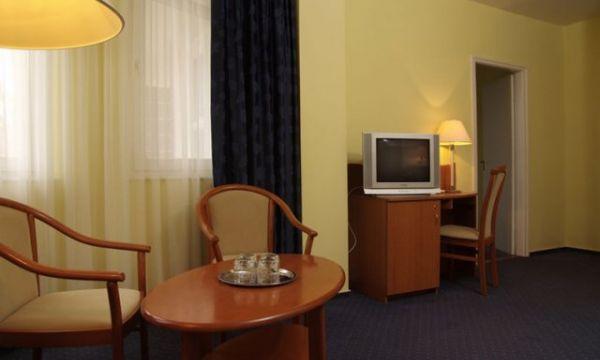 Zsanett Hotel - Balatonkeresztúr - Erkélyes lakosztály-nappali